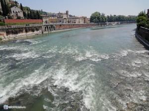 Вид с моста Понте Пьетра