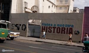 Лозунги на стенах - повсюду