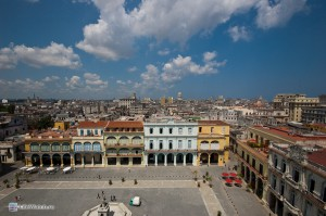 Plaza Vieja (Старая площадь) и вид на Гавану