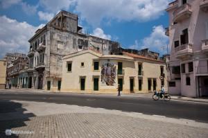 Религиозный рисунок на фасаде дома. Гавана