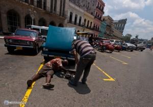 Не беда, что машина сламалась в центре Гаваны. Можно починить на месте - в 100 м. от Капитолия